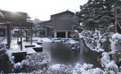 冬の棟方志功記念館外観